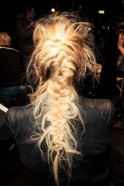 This is probably the coolest fishtail I've ever seen. It looks really simple too. Make a fishtail then DESTROY IT.
