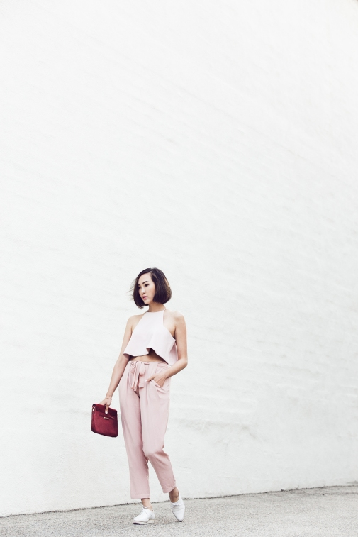 chriselle_lim_blush_outfit_white_shoes_full_pink_day